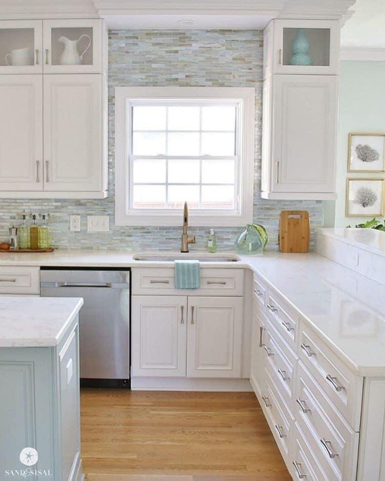 Amazing Beach House Kitchens With Tons Of Coastal Decorating Ideas