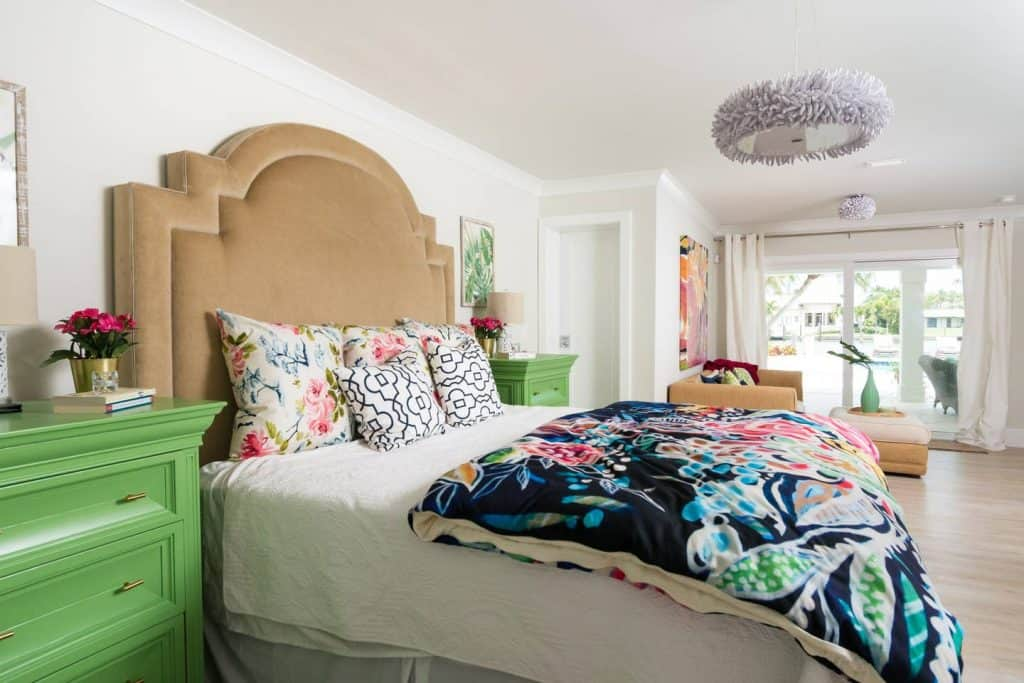 Beach House Bedroom Design Ideas - Colorful accents