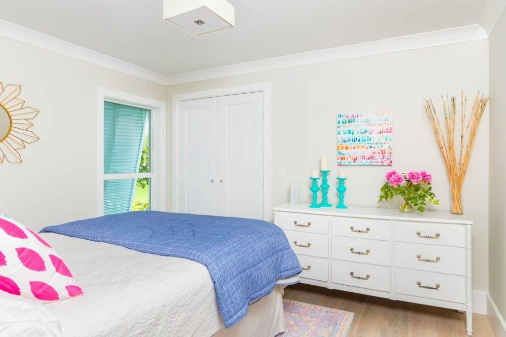 Modern Coastal Design Ideas - Beach House Guest Bedroom Pink and Green