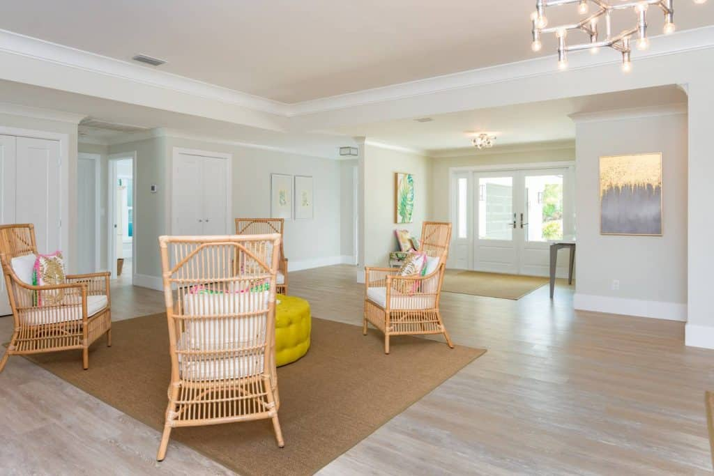 Modern Coastal Design Ideas - Beach House Sitting Area Wicker Chairs