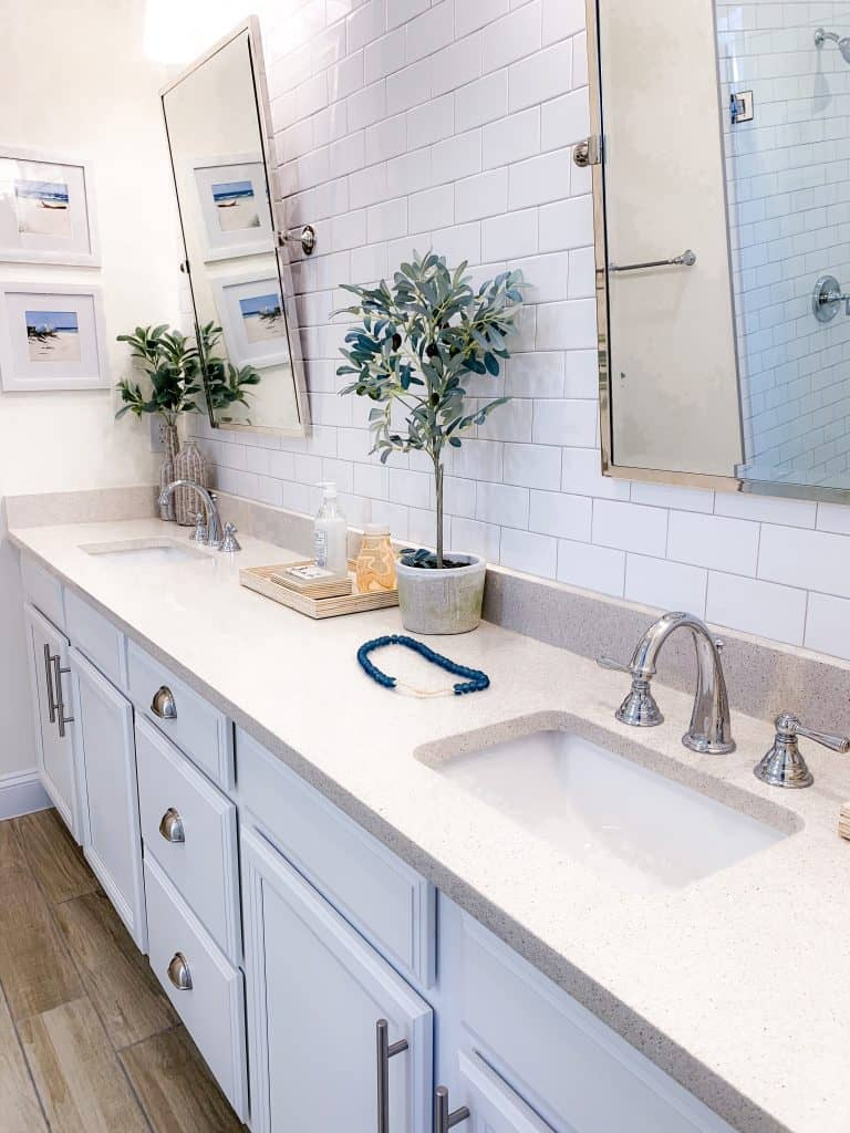 Beach Walk House Tour - Coastal Chic Design and Decor Ideas - White clean bathroom