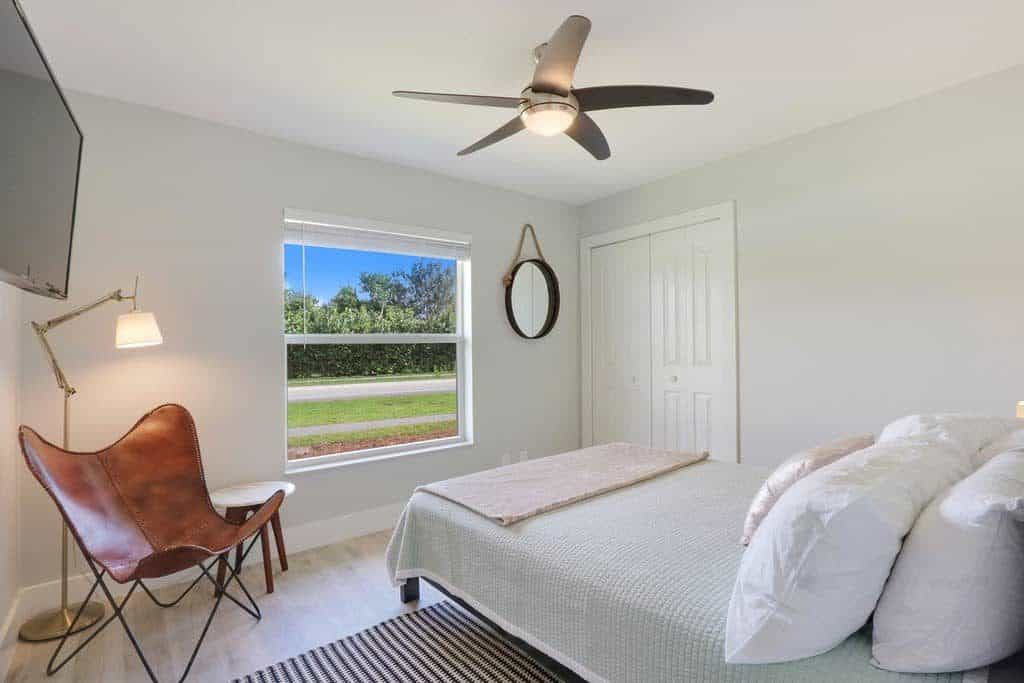 The Bent Palm Jupiter FL AirBnb Guest bedroom