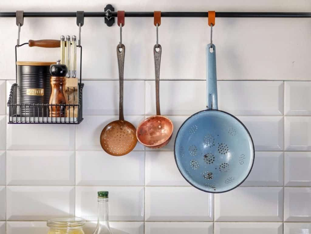 Hanging Pots And Pans To Clean Counter Space