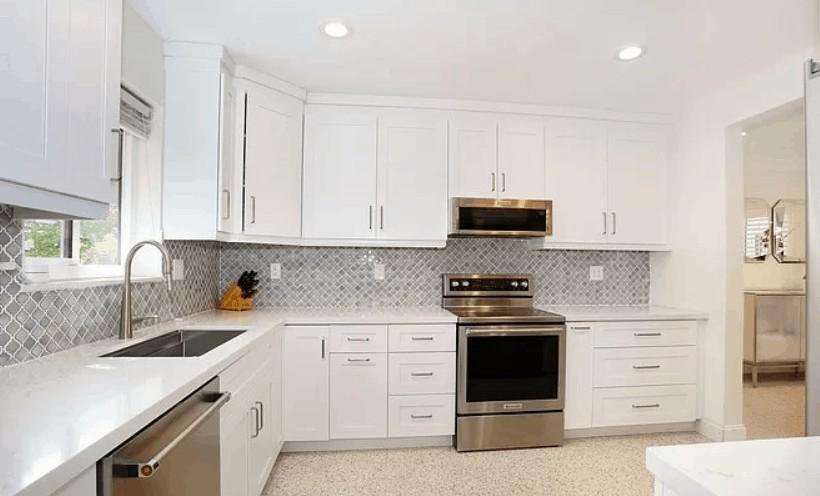 Cool and Calm White Kitchen Design