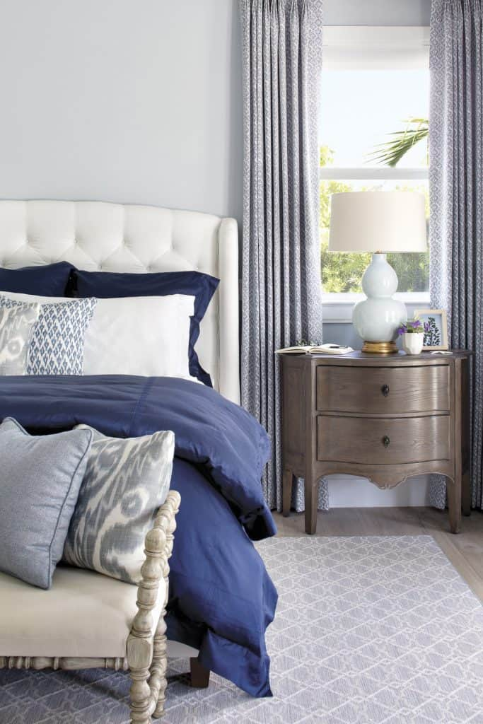 Casual Coastal Bedroom Navy Bedding - Coastal Calm Home Design With Amazing Relaxed Beach Décor Ideas