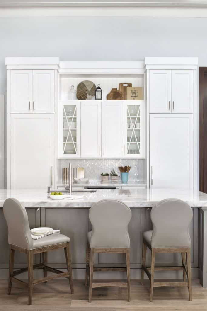 White Kitchen With Custom White Cabinetry - Calm Coastal Home Design With Amazing Relaxed Beach Décor Ideas