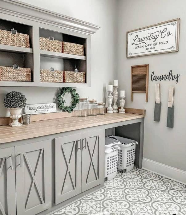 Farmhouse laundry room with upper cabinets using small baskets with chalkboard labels - using baskets to organize your home