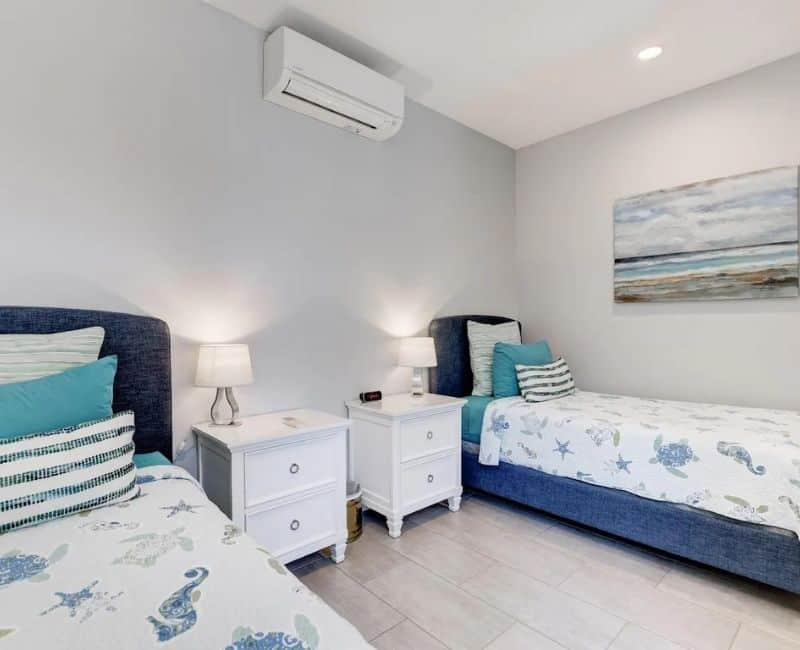 Beach Front Airbnb - Guest Bedroom With Twin Beds