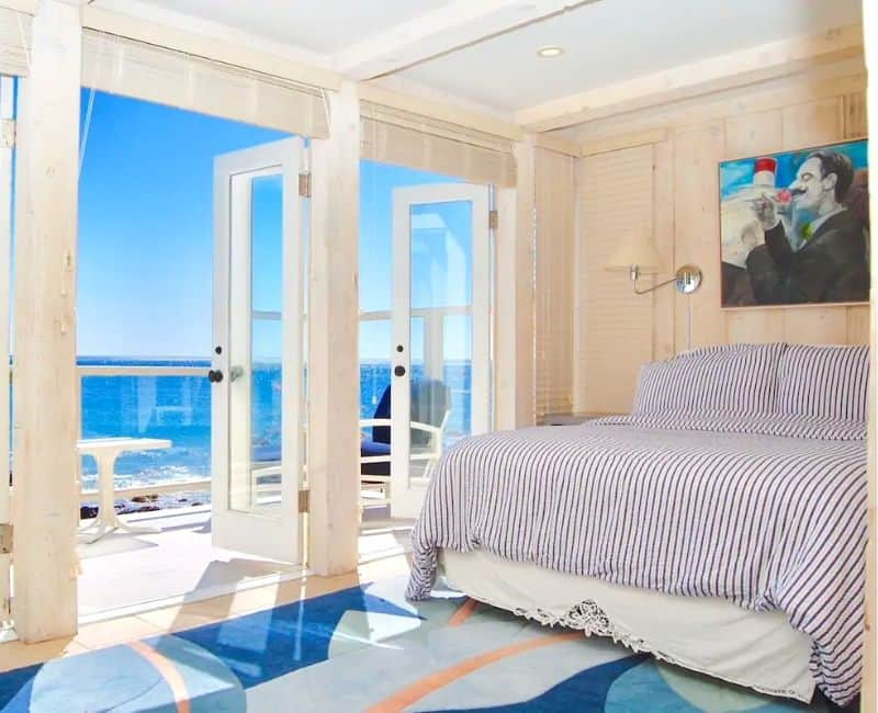 Malibu Beachfront Bedroom Serenity by the Sea - Bold blues master bedroom in this beautiful home for rent on airbnb