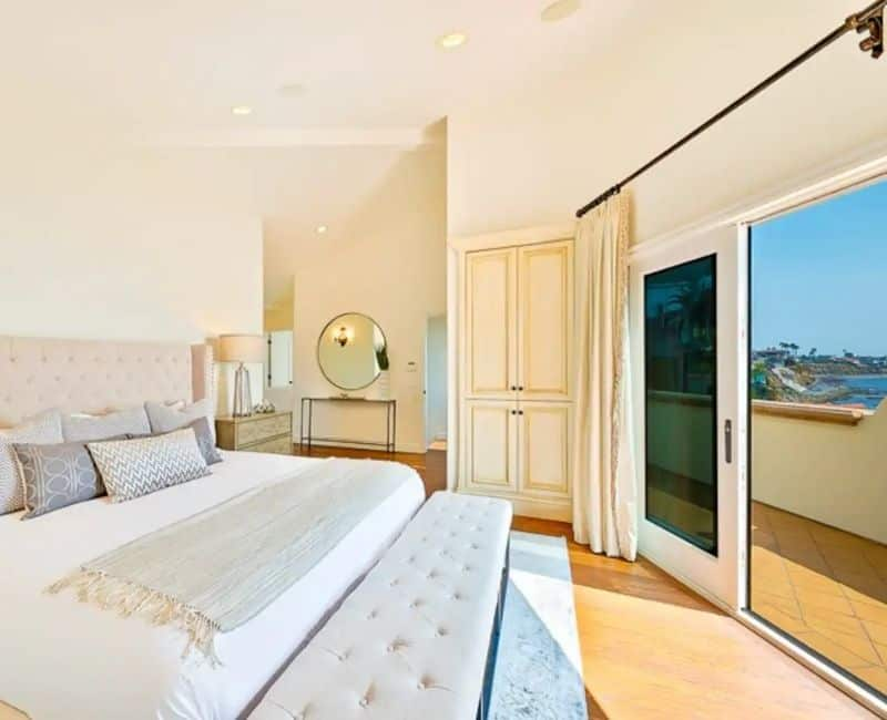 Airbnb Bedroom in San Diego Oceanfront Villa Bedroom