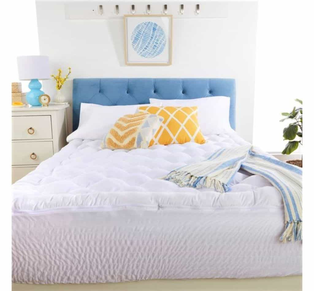 Soft Mattress Topper For AirBnb Vacation Rental Bed