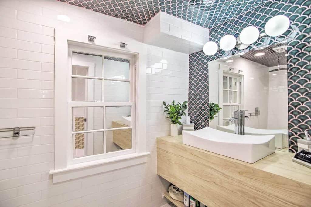 beautiful tiny bathroom blue ocean tiles