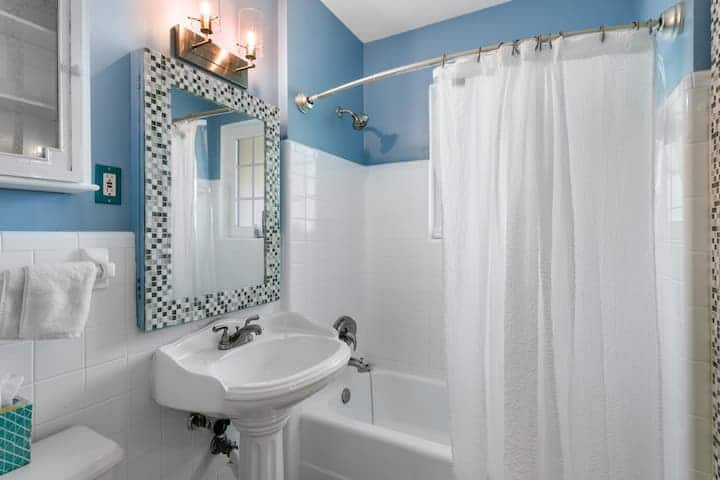 tiny bathroom white and blue